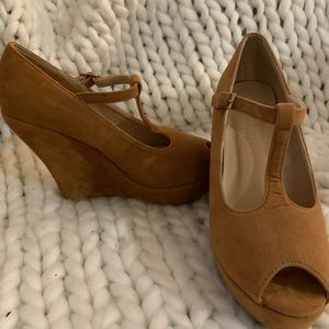 Size 8 Delicacy Tan Wedges